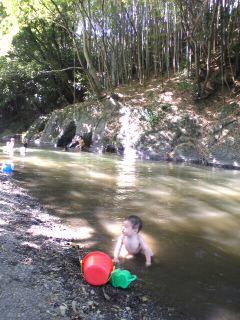 川遊びと蛍。